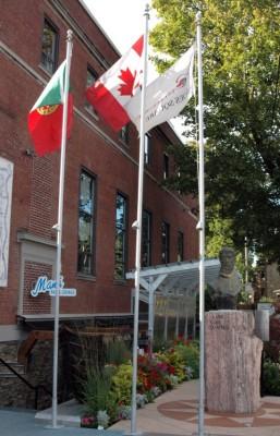 Camoes-Square-Toronto-001